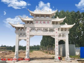 广东湛江农村牌楼雕刻图案细节